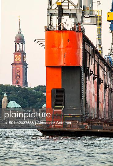 Hamburger Hafen. - p1501m2037668 von Alexander Sommer