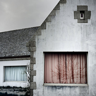 Closed curtains - p1137m939514 by Yann Grancher