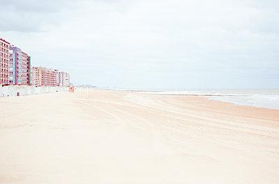 Am Meer in Belgien - p432m1563455 von mia takahara
