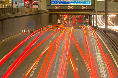City Centre M8 motorway traffic at night, Glasgow, Scotland, United Kingdom, Europe - p871m2113921 by John Guidi