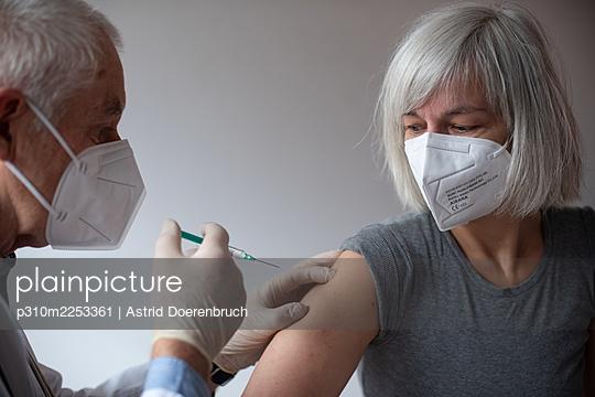 Impfung - p310m2253361 von Astrid Doerenbruch
