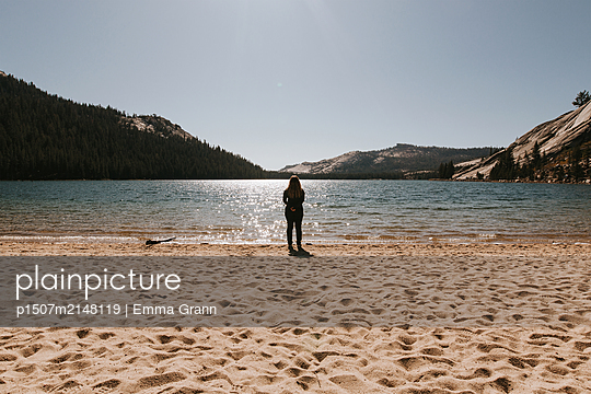 Yosemite Lake - p1507m2148119 by Emma Grann