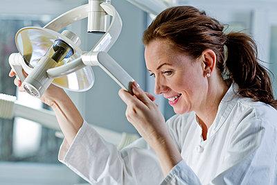 Zahnarztpraxis - p814m971182 von Renate Forster