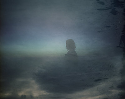 Silhouette of a woman in the sky - p945m1502146 by aurelia frey