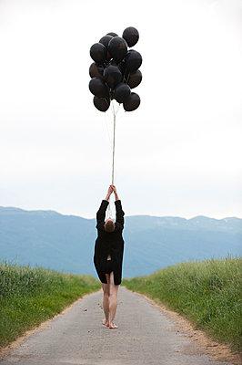 Black balloons - p1139m924501 by Julien Benhamou