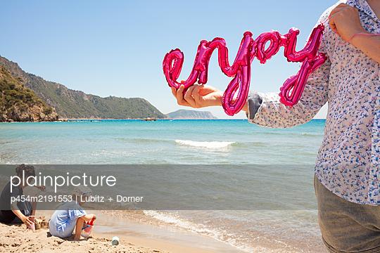 Den Urlaub genießen - p454m2191553 von Lubitz + Dorner