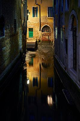 Niedrigwasser in Venedig - p1312m2054944 von Axel Killian