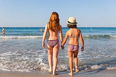 Badende Kinder - p756m1057179 von Bénédicte Lassalle