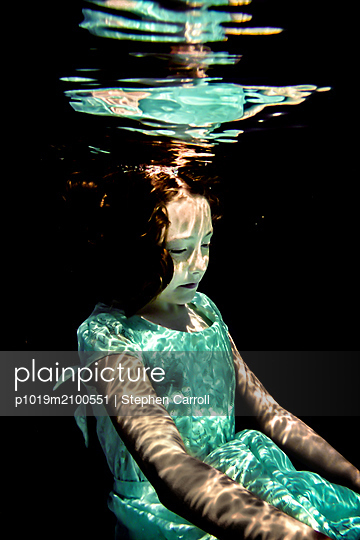 Girl Underwater  - p1019m2100551 by Stephen Carroll