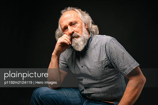 Portrait confident, strong senior man with gray beard - p1192m2124119 by Hero Images