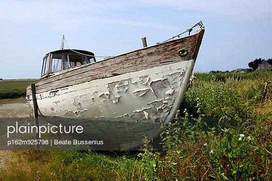 Boot auf dem Trockenen - p162m925798 von Beate Bussenius