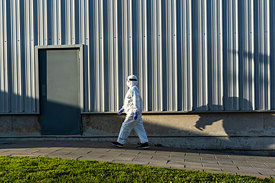 Female scientist wearing protective suit and mask - p300m2170152 by Eloisa Ramos