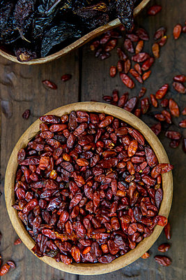 Assortment of Dried Hot Peppers, High Angle View - p694m872871 by Stacy Howell photography