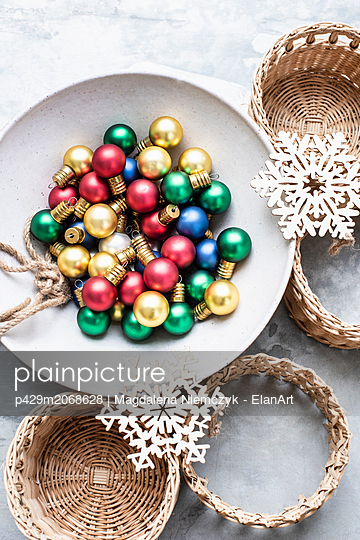 Christmas baubles and ornaments - p429m2068628 by Magdalena Niemczyk - ElanArt