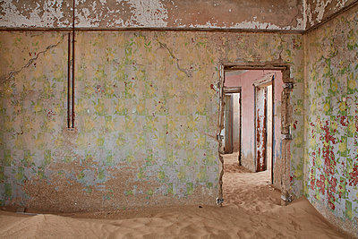 A view of a room in a derelict building full of sand. - p1100m1489987 by Mint Images