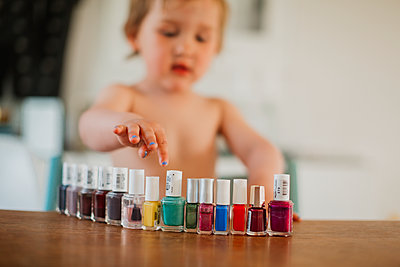 Nail varnishes, girl on background - p312m1495297 by Lisa Wikstrand