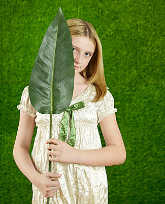 Little girl with a leaf - p4590117 by Gazimal