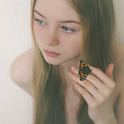 Butterfly on fingers of Caucasian teenage girl - p555m1531609 by Vladimir Serov