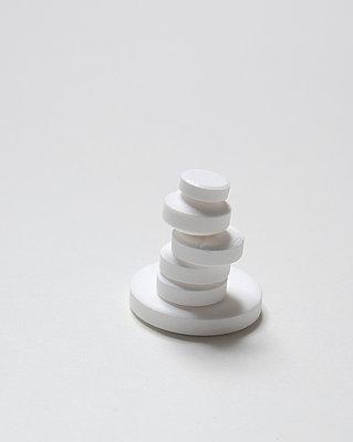 Verschiedene weiße Tabletten - p4540988 von Lubitz + Dorner