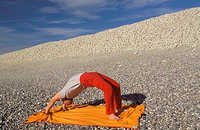 Yoga am Strand - p2200297 von Kai Jabs