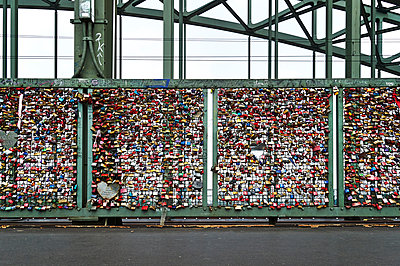 Love locks on bridge - p851m1048582 by Lohfink