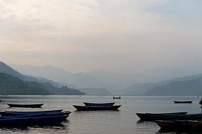 Phewa-See in Nepal - p949m948539 von Frauke Schumann