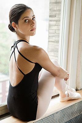 Ballerina sitting on windowsill - p9245543f by Image Source