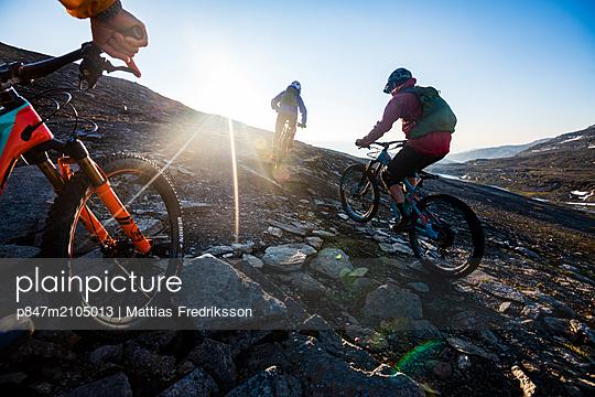 Early morning ride in Swedish Lapland. Mountain biking in the midnight sun. - p847m2105013 by Mattias Fredriksson