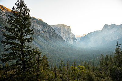 View of Yosemite Valley from Tunnel View at sunrise. California, USA. - p343m1112088f by Paolo Sartori