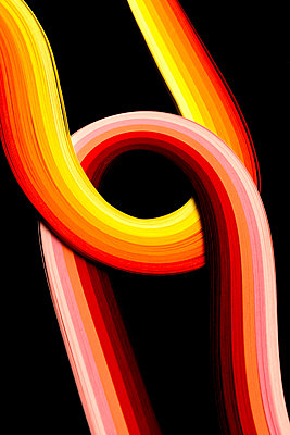 Bunte Papierstreifen - p451m2054907 von Anja Weber-Decker