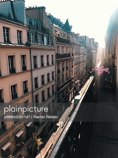 Häuserzeile in Paris - p988m2031147 von Rachel Rebibo