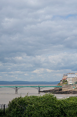 Clevedon pier - p1047m1203545 by Sally Mundy