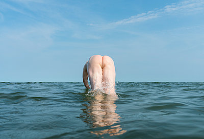 Swimming - p1132m2027958 by Mischa Keijser