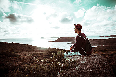 Portrait of a guy sitting at a viewing point - p1444m1514959 by Toni Alex