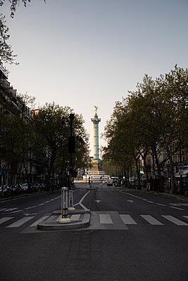Empty Street going to Bastille - p940m2179773 by Bénédite Topuz