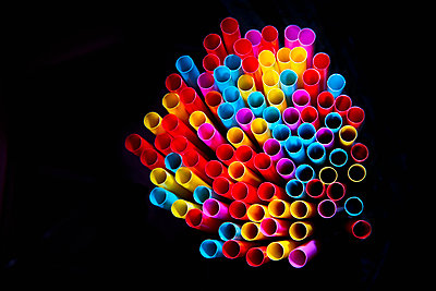 A bunch of colorful drinking straws - p1149m2093483 by Yvonne Röder