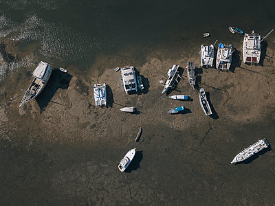High angle view of boats moored at beach - p1166m2112150 by Konstantin Trubavin