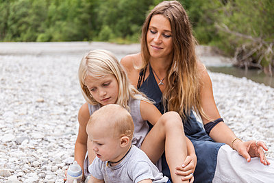 Mother with two children outdoors in the nature - p300m2030381 by Tom Chance