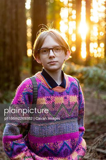 Portrait of calm young person looking at camera in redwood grove - p1166m2269382 by Cavan Images