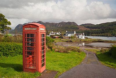 Telefonzelle in einem schottischen Dorf - p3300542 von Harald Braun
