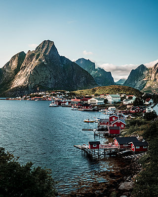 Norway, The village Reine - p1549m2158061 by Sam Green