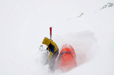 Winter camping, Chamonix, Haute-Savoie - p871m819466 by Christian Kober