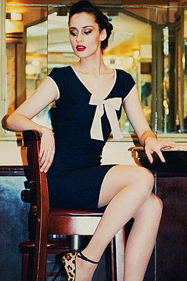 Retro/vintage-style fashion portraits - p988m792902 by Rachel Rebibo