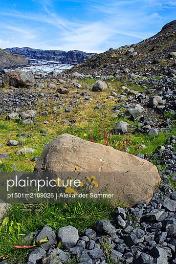 Steinige Berglandschaft in Island - p1501m2109026 von Alexander Sommer