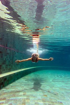 Woman underwater in a swimming pool - p300m1450040 by Konstantin Trubavin