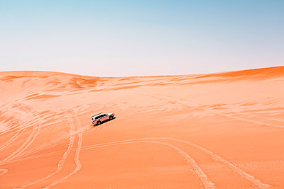Sultanate Of Oman, Wahiba Sands, Dune bashing in an SUV - p300m2104220 by Valentin Weinhäupl
