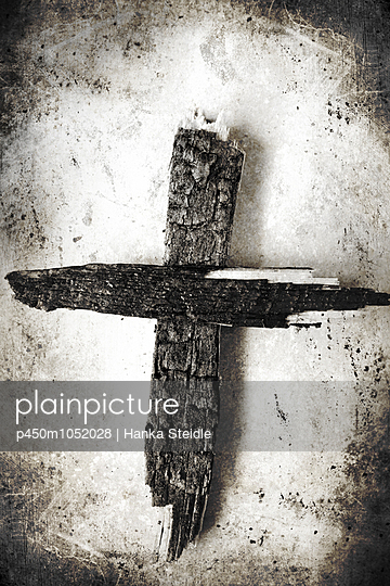 Burned wooden cross - p450m1052028 by Hanka Steidle