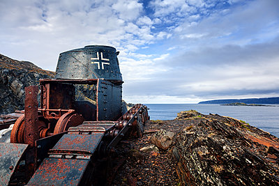 Panzer aus dem Weltkrieg an der Barentssee - p1168m2007771 von Thomas Günther
