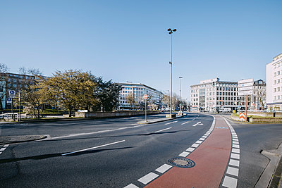 Multi-lane road in Cologne - p1637m2211668 by Vogel