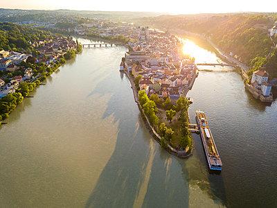 Germany, Bavaria, Passau, confluence of three rivers, Danube, Inn and Ilz - p300m1587936 by JLPfeifer